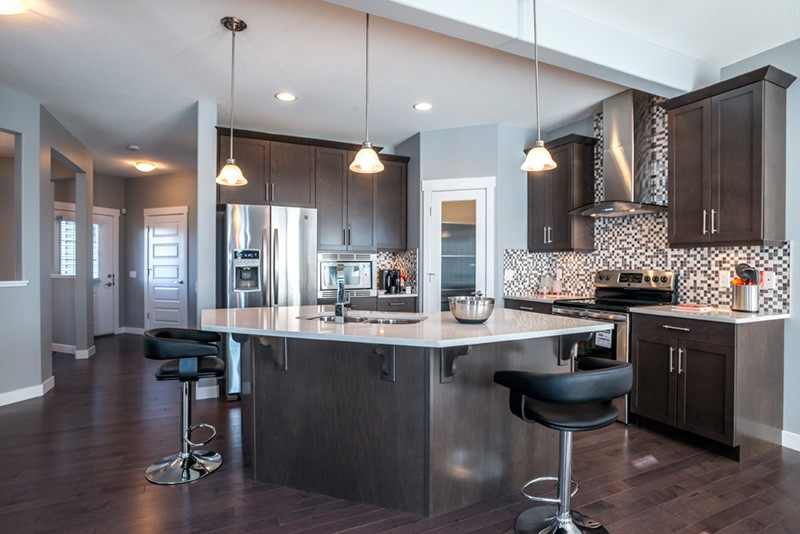 Hardwood kitchen by Edmonton home builder City Homes