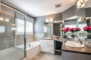 Beautiful bathroom by Edmonton home builder City Homes