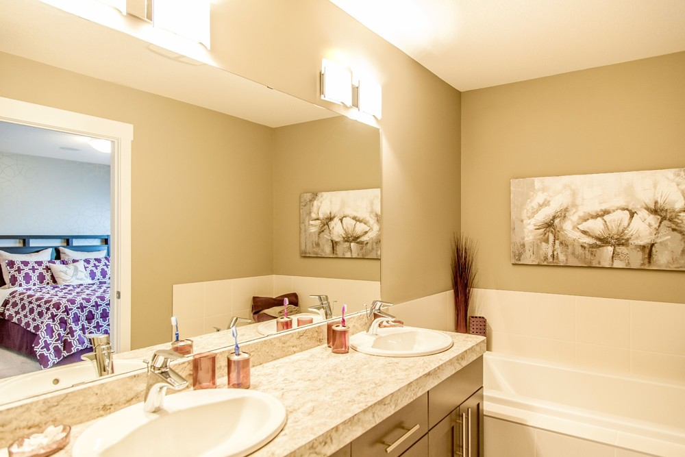 Bathroom ensuite by City Homes, Edmonton new home builder