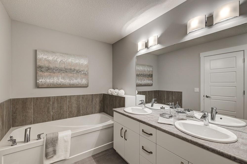 Castor Ensuite Bathroom in Edmonton